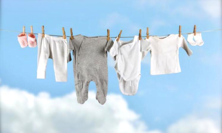 sacar manchas y malos olores en ropa de niños